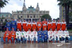 Photo de famille pour les pilotes et co-pilotes du WRC