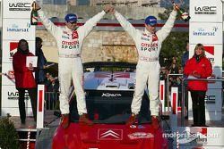 Sur le podium : Sébastien Loeb et Daniel Elena, les vainqueurs
