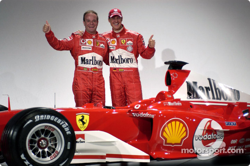 Rubens Barrichello ve Michael Schumacher ve yeni Ferrari F2004