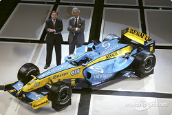 Patrick Faure and Flavio Briatore with the new Renault R24