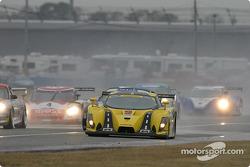 La Porsche GT3 RS n°83 du Cirtek Motorsport (Frank Mountain, Rob Wilson, Martyn Konig) fonce vers l'