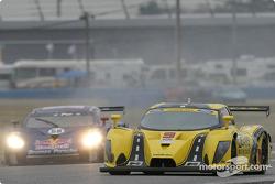 Le reste du peloton essaie d'éviter la Ford Multimatic n°9 de Mears Motor Coach (Paul Mears Jr., Mik