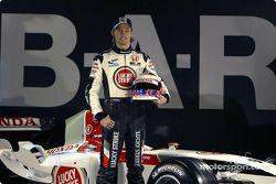 Jenson Button ve yeni BAR 006