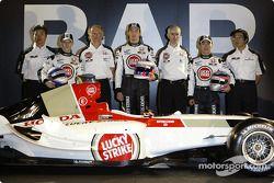 Ken Hashimoto, Anthony Davidson, David Richards, Jenson Button, Geoff Willis, Takuma Sato et Takeo K