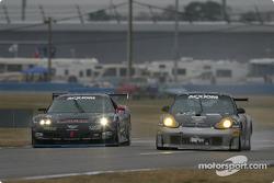La Corvette n°24 du Specter Werks / Sports (John Heinricy, Jeff Nowicki, Tom Bambard, Pete Halsmer) et la Porsche GT3 Cup n°98 de GT Technologies (Marc Feinstein, Bill Riddell Jr., Ron Zitza)