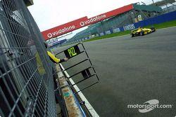 Timo Glock ve his pit board