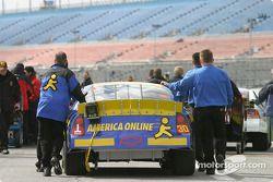 L'équipe AOL Chevrolet file vers la pitlane pour les qualifications