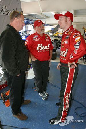 Dale Earnhardt Jr. dans le garage DEI