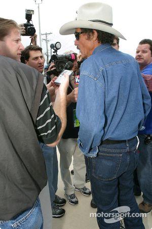 Petty Enterprises press conference: Richard Petty meets the media