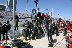 Roush Racing crew get ready for a pitstop