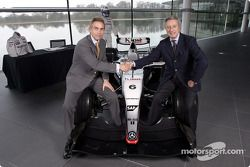 Présentation McLaren - Sparco : Martin Whitmarsh et Diego Basso au McLaren Technology Centre