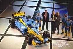 Jarno Trulli, Patrick Faure, Flavio Briatore, Franck Montagny ve Fernando Alonso ve yeni Renault R24