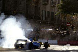 Fernando Alonso smokes the tires