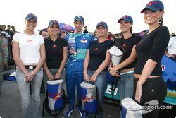 Neel Jani avec les charmantes Red Bull Girls