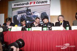 basın toplantısı: Zsolt Baumgartner, Paul Stoddart ve Gianmaria Bruni