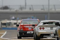 La Lexus IS300 n°2 du Team Lexus (Ian James, Chuck Goldsborough) et la Lotus Esprit n°07 du Rapier Racing (Zack Zarcadoolas, Charles Rayhall)