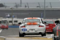 La Porsche 996 n°63 du North Shore Racing (Henry Gilbert, John Sturm)