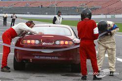 Arrêt aux stands pour la Toyota Supra n°86 du Road Runner Racing (Bob Henderson, Eric Van Cleef, Chi