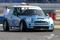 La Mini Cooper S n° 20 du Nuzzo Motorsports (Tony Nuzzo, Shane Lewis, Michael Ellis)