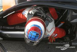 Michiel Schuitemaker sort de la voiture