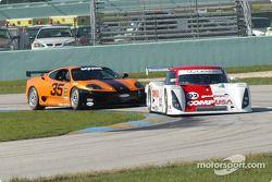 La Lexus Riley n°02 du CGR Grand Am (Jimmy Morales, Luis Diaz) et la Ferrari 360 Challenge n°35 de la Scuderia Ferrari of Washington (Thomas Jermoluk, Dan Kennedy)