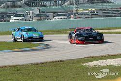 La Corvette n°06 du ICY / SL Motorsports (Steve Lisa, David Rosenblum, Davy Jones) et la Porsche GT3 Cup n°41 du Orison-Planet Earth Motorsports (Joe Nonnamaker, Will Nonnamaker)
