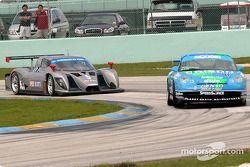 La Porsche GT3 Cup n°41 du Orison-Planet Earth Motorsports (Joe Nonnamaker, Will Nonnamaker) et la F