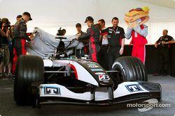 Minardi drivers unveil the new Minardi PS04B