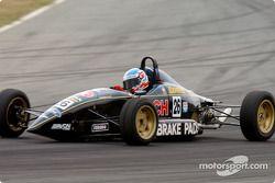 Le jeune Macrow aux avant-postes durant la dernière course de Formule Ford