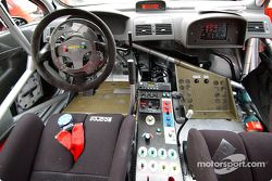 Peugeot 307WRC test in Toscany: Peugeot 307WRC dashboard