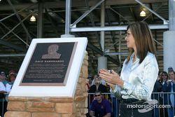 Présentation du mémorial Dale Earnhardt : Teresa Earnhardt