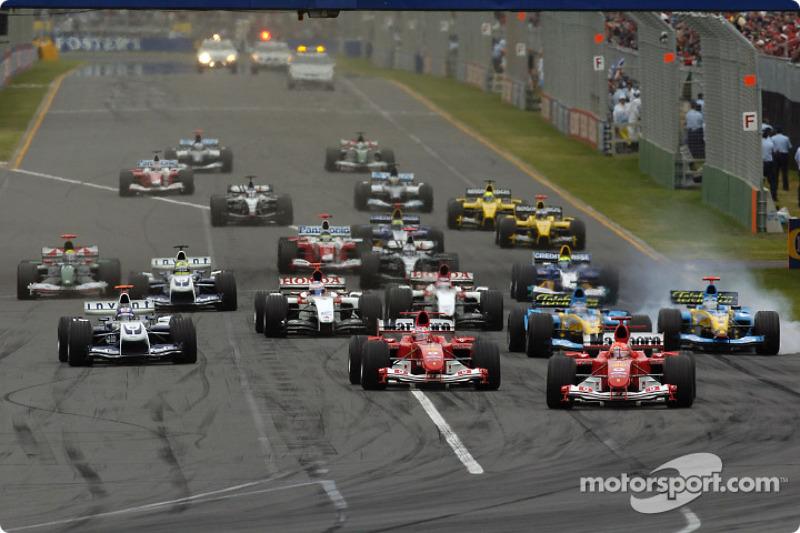 Inicio: Michael Schumacher toma la delantera por delante de Rubens Barrichello