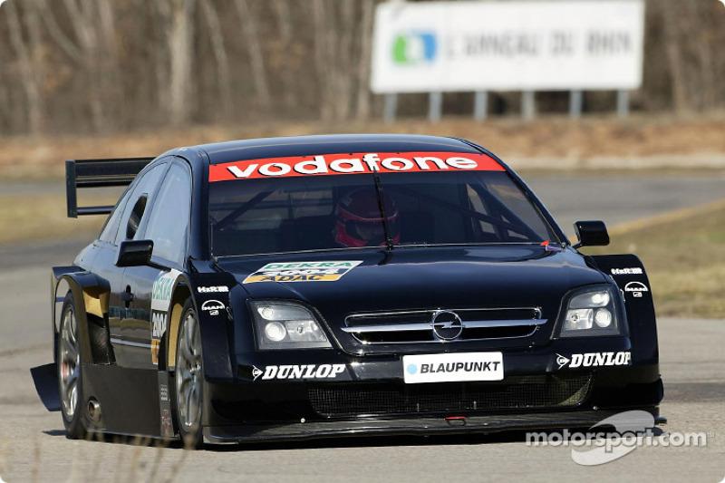 Volker Strycek testet den Opel Vectra GTS V8 DTM