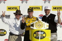 Race winner Matt Kenseth celebrates with Jack Roush and Dan Davis