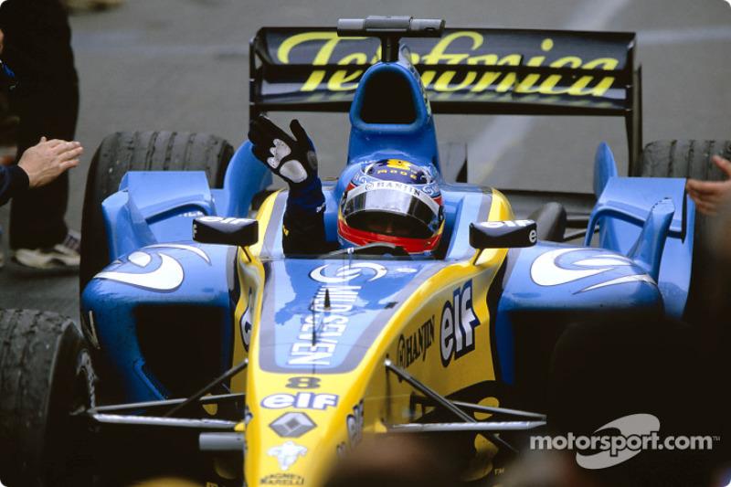 Podio: Fernando Alonso celebra