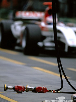 Jenson Button dans la pitlane