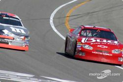 Elliott Sadler y Dale Earnhardt Jr.