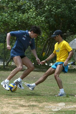 Sauber driver training in Kota Kinabalu: Giancarlo Fisichella plays football