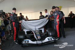 Gianmaria Bruni et Zsolt Baumgartner dévoilent la nouvelle Minardi PS04B