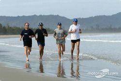Sauber training in Kota Kinabalu: Felipe Massa, Giancarlo Fisichella, fysiotherapeut Josef Leberer e