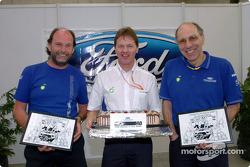Directora del equipo Malcolm Wilson celebra 100 mundo de rally con compañeros centuriones George Bla