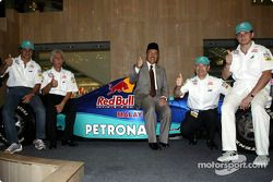 Début de la campagne pour le GP de Malaisie 2004 dans l'Est de la Malaisie