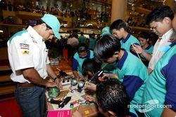 Programme interactif avec des étudiants en Malaisie : Felipe Massa