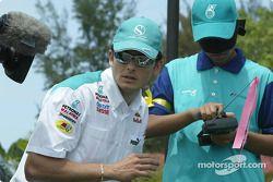 Les pilotes Sauber Petronas visitent Bintulu : Giancarlo Fisichella