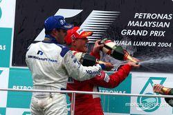 Podio: ganador de la carrera Michael Schumacher y Juan Pablo Montoya el segundo lugar