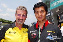 Eddie Jordan y el piloto de F3 Fairuz Fauzy