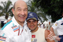 Peter Sauber y Felipe Massa celebran