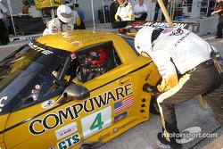 Essais d'arrêts aux stands pour Oliver Gavin et le Corvette Racing