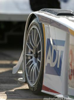 Vue en détails de l'Audi R8 n°28 d'Audi Sport UK Team Veloqx