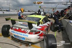 Arrêt aux stands pour la Porsche 911 GT3RS n°31 du White Lightning/Petersen Motorsports (Michael Pet